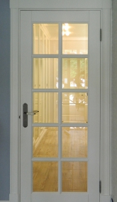 Белые двери со стеклом